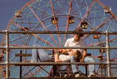 Harold Feinstein  -  Wonder Wheel Couple /   -