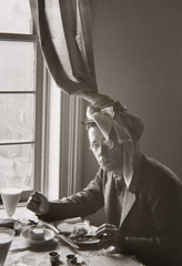 Helen Levitt  -  NY Walker Evans, c. 1940 / printed later  -  10 x 7