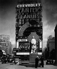 Peter Sekaer  -  New York City, Times Square, c.1935 / Silver Gelatin Print  -  4 1/4 X 3 5/8