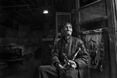 Zeng Yi  -  An Elder with His Tobacco Pipe, 拿旱烟袋的老, Shandong, 2008 / Pigment Print  -  26x38