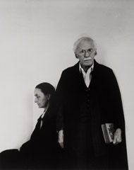 Arnold Newman  -  Alfred Steiglitz and Georgia O'Keeffe, NYC, American Place, NYC, 1944 / Silver Gelatin Print  -  10 x 8