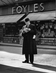 Wolf Suschitzky  -  Foyles, Charing Cross Road, London, 1936 / Silver Gelatin Print  -  16 x 20