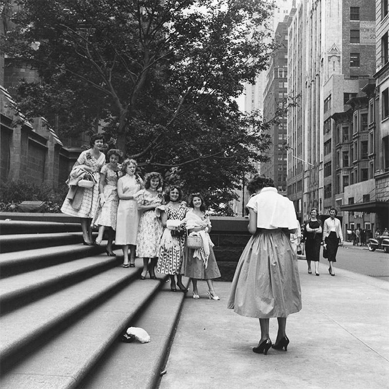 the life and photography of the female street photographers vivian maier and helen levvit