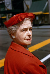 Vivian Maier  -  Chicago, May 1958 (red hat) / Chromogenic Print  -  10 x 15 on 16 x20 paper